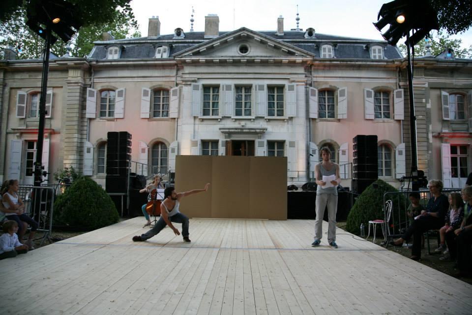 La science des songes. Textes : Voltaire et Emanuel Campo.  Avec Emanuel Campo,  Rafael Smadja (danse et chorégraphie) et  Lila Beronja (violoncelle).